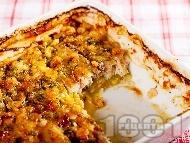 Ароматна риба с картофи, тиквички, течна сметана и скариди на фурна